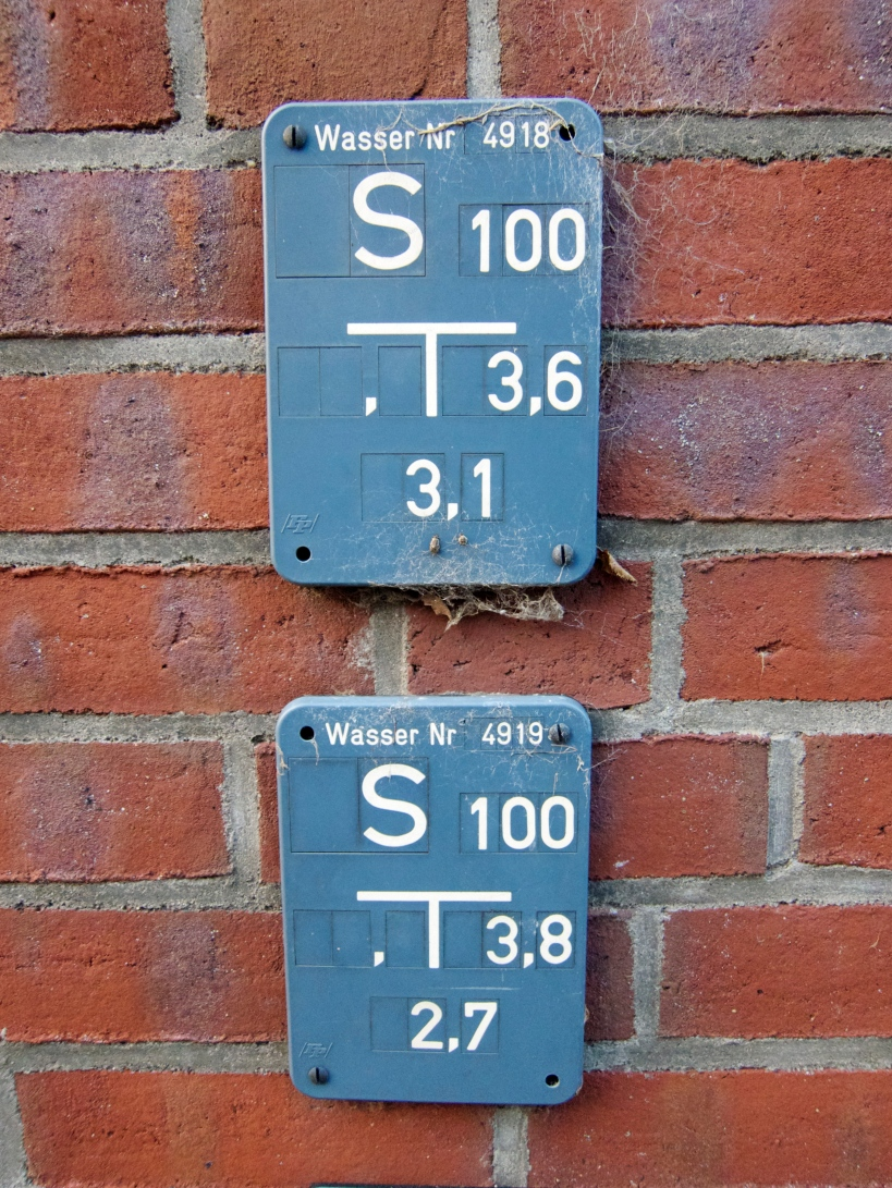 Residential address markers