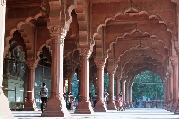 Colonnade surrounding Red Fort